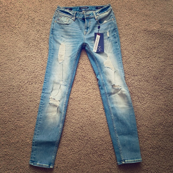 Skinny jeans with holes